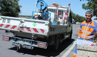 Ramassage des déchets au bord des routes départementales